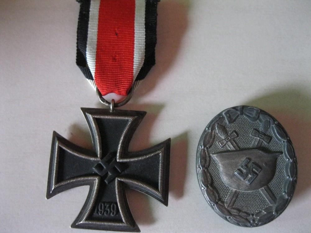 Fotos 2. Weltkrieg, Orden und Rot-Kreuz-Tasche