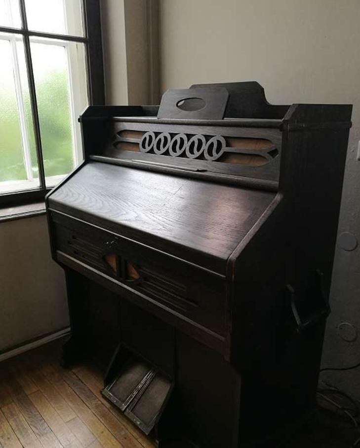 100 Jahre altes Harmonium