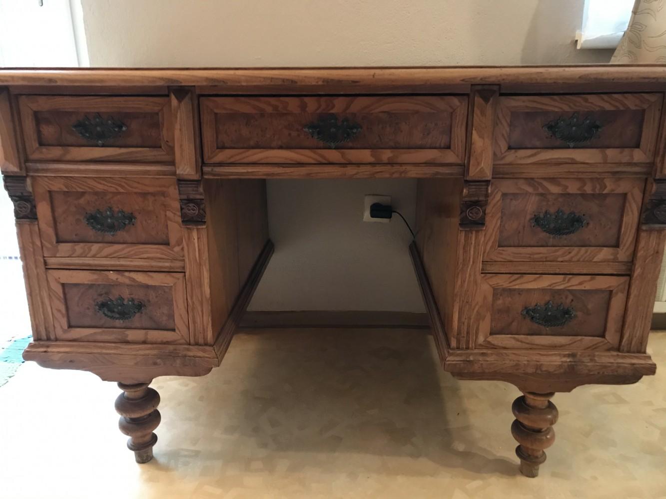 Einer altdeutscher Schreibtisch